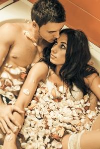 bagno con petali di rose